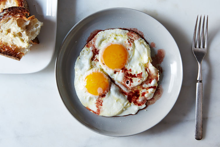 Roger Vergé's Fried Eggs with Wine Vinegar