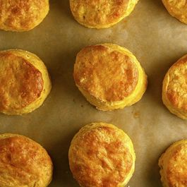Sweet-potato-biscuits-with-honey-goat-cheese-butter
