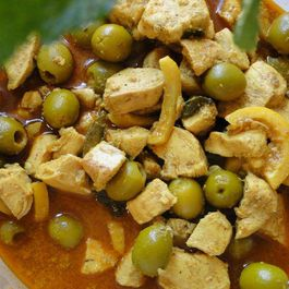 Moroccan Tajine of chicken with lemon and olives