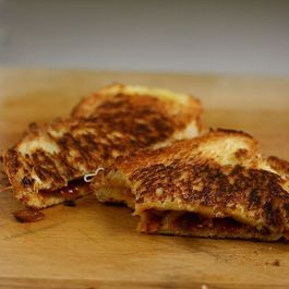 Caramelized_onion_barbecue_grilled_cheese2