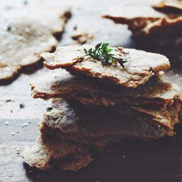 Olive_oil__thyme_and_sea_salt_crackers_---_www.the-chefs-wife.com