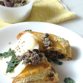 Puff_pastry_with_egg_and_olive_tapenade