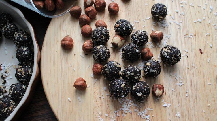 Raw Chocolate Hazelnut Balls
