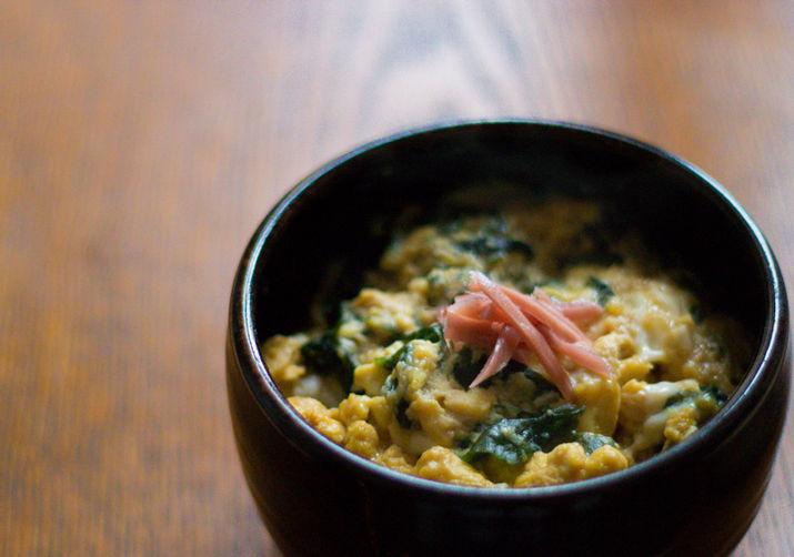 Japanese omelette with Wakame on Rice (Wakame Tamago-toji Donburi)