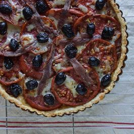 Tomato_tart_with_caramelized_onions__olives___fontina__