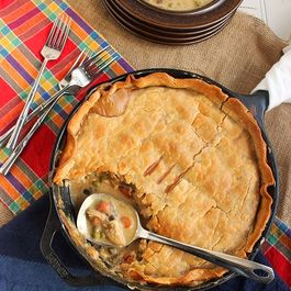 Skillet_chicken_pot_pie_resized