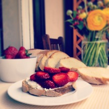 Sweet_breakfast_bruschetta_-_flirtyfoodie