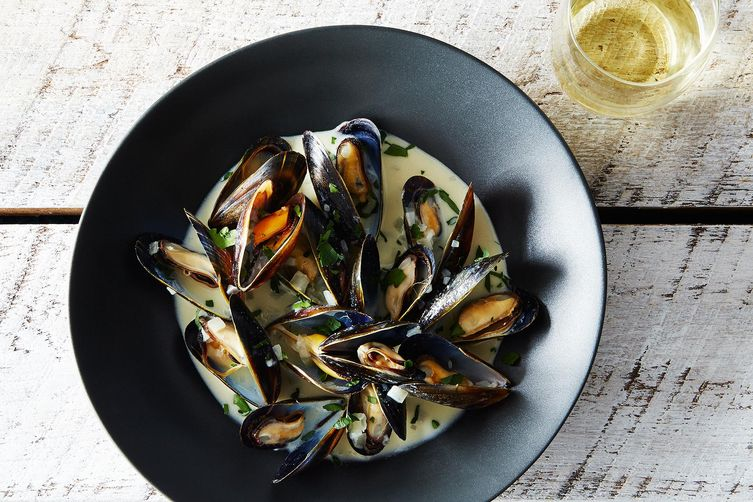 Mussels Dijonnaise (Steamed Mussels with Mustard)