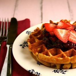 Cornmeal_waffles_with_balsamic_strawberry_sauce