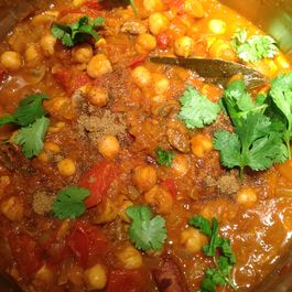 Nom Nom Chickpea Curry with Spinach!