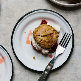 Rye_shortcakes_with_roasted_strawberries_and_rhubarb_(yossy_arefi)-9