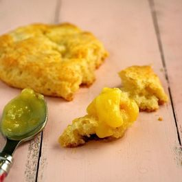 White-chocolate-scones-with-lemon-curd2