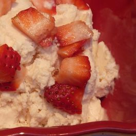 Strawberry_honey_mascarpone_ice_cream_medium