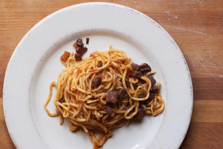 Spaghetti alla chitarra and ragu recipe for Abruzzese cuisine