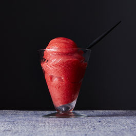 Alice_strawberry-sorbet_food52_mark_weinberg_14-05-13_0559