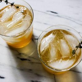 Whiskey-Peach Cocktail