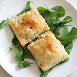 Blue cheese and pear puff pastry pillows