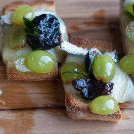 Bleu-cheese-and-fig-crostini-480x340_2x
