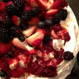 Mixed_berry_pavlova