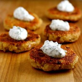 Quinoa-cakes-with-basil-chive-cream