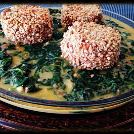 Veggie Goodies Roasted in Salted Peanuts Crust with Coco - Spinach Sauce