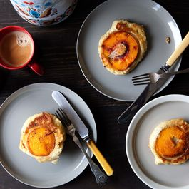 Caramelized_peach_pancake_1