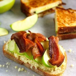 2pickled-apple-cheddar-and-bacon-sandwiches2