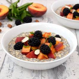 Peach_blackberry_overnight_oatmeal_with_chia_seeds_v600