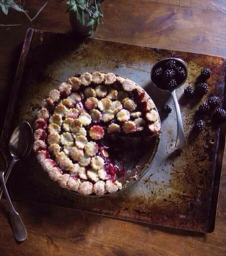 Lady Macbeth blackberry pie