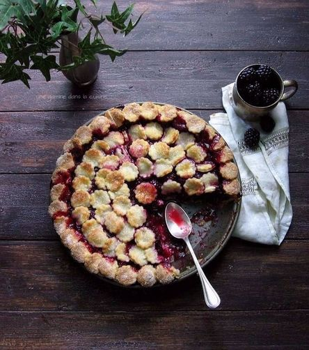 Lady Macbeth blackberry pie