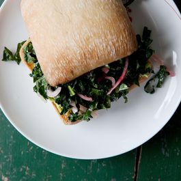 Avocado_and_marinated_kale_sandwich