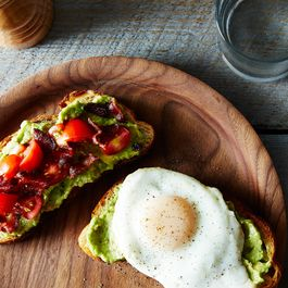 2014-0624_wc_bacon-egg-avocado-tomato-sandwich-018