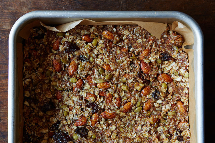 easy-granola-bar-recipe_food52_mark_weinberg_14-09-02_0084.jpg?1409947019