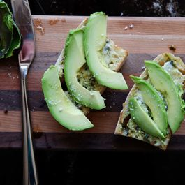 Avocado_aioli_toast_1