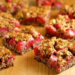 Strawberry-crumble-bars