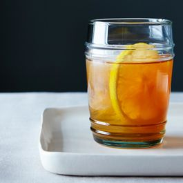 Lemon-bourbon-smash-cocktail_food52_mark_weinberg_14-11-04_0555