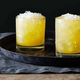 Bourbon-cocktail-with-orange-and-ginger_food52_mark_weinberg_14-11-04_0144
