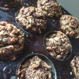 Streusel-Topped Chocolate Pumpkin Spice Muffins
