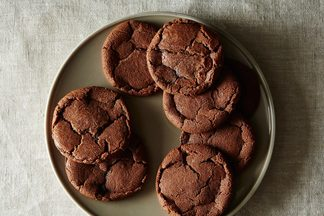 2014-1124_chocolate-hazelnut-crack-up-cookies-007