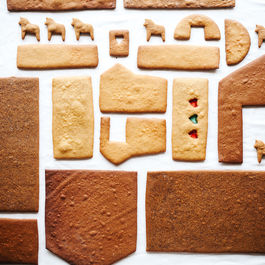 Gingerbread-house-walls-1