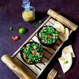 Labanese-tabboulah-salad-middle_-eastern-cuisine-4