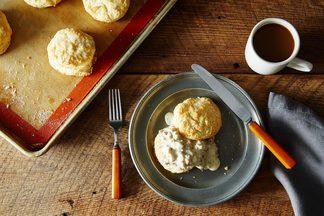 2014-1124_buttermilk-biscuits-with-sausage-gravy-010