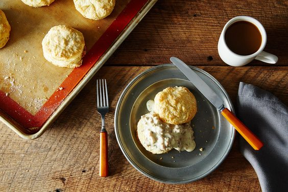 2014-1124_buttermilk-biscuits-with-sausage-gravy-010