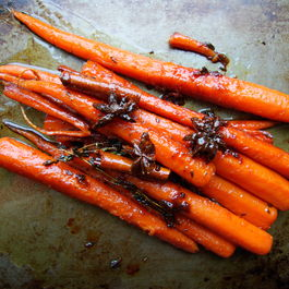 Honey-glazed_carrots_with_star_anise_and_cinnamon