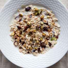 Muesli with Lemon and Dates