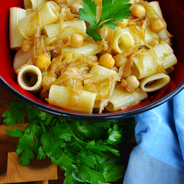 Caramelized_onion_and_chickpea_pasta
