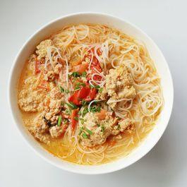 Vietnamese Crab Noodle Soup (Bun Rieu)
