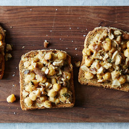 2015-0224_chickpeas-and-mushrooms-on-toast_mark-weinberg-248