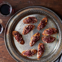 2015-0305_crostini-with-duck-confit-and-red-onion-jam_smoot_248