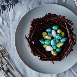 2015-0324_chocolate-covered-pretzel-easter-basket_bobbi-lin_0302